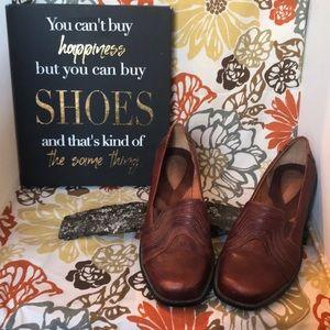 Clark's Artisan Leather wedge shoe
